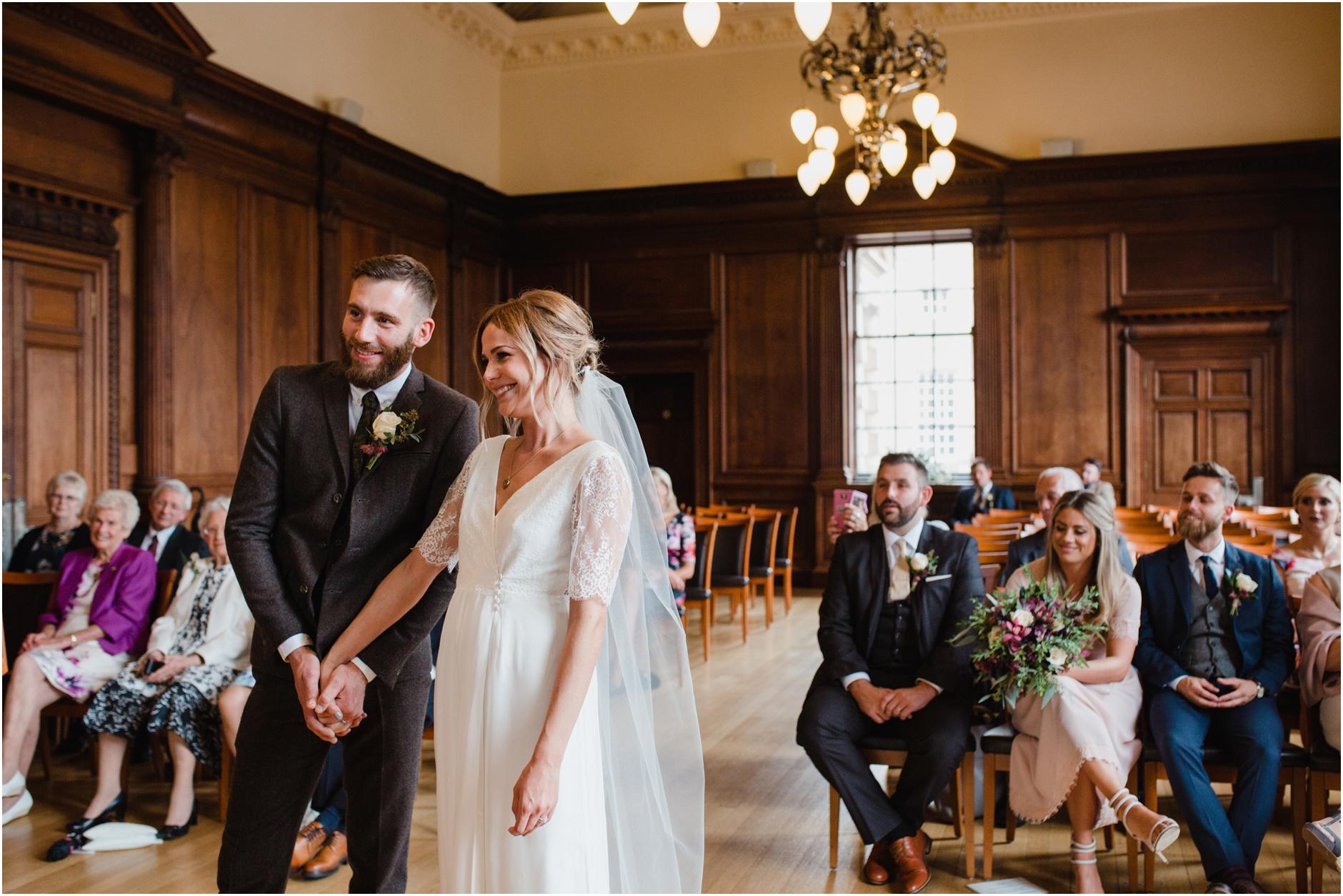 stylish edinburgh city wedding photos