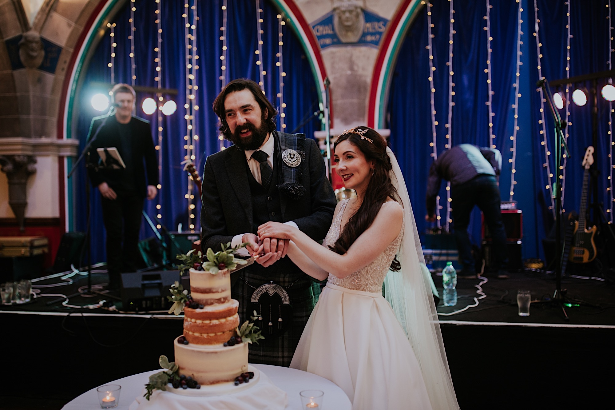 bride and groom naked wedding cake at oran mor glasgow wedding